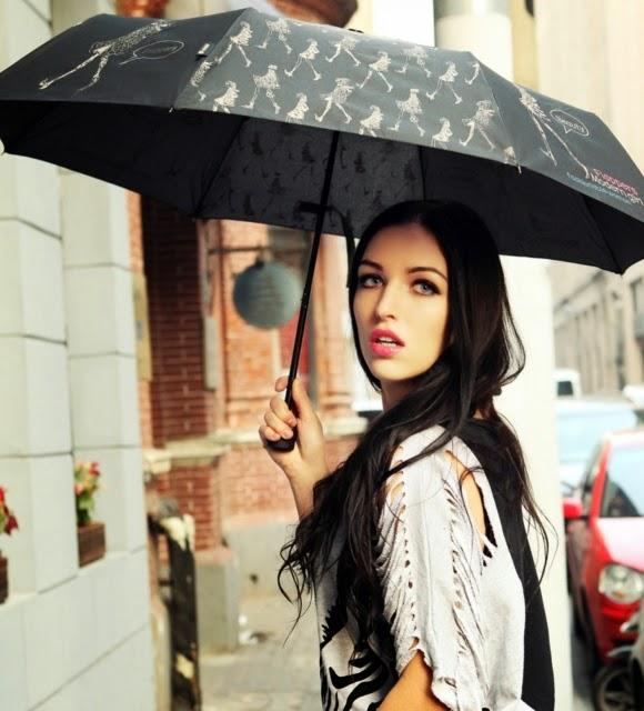 Mang áo mưa hay ô (dù)