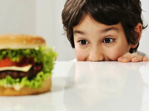 Giúp trẻ tránh xa đồ ăn vặt không tốt cho sức khoẻ