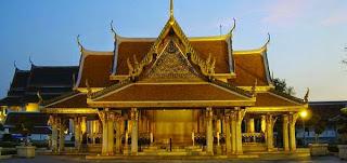 Thăm thú các ngôi đền và mua sắm