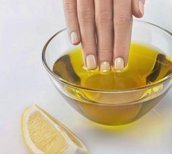 Hỗn hợp dầu ô liu và nước chanh chắc chắn là phương pháp điều trị hiệu quả cho móng tay dễ giòn