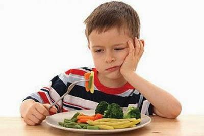 Con ăn chậm: Lý do và cách chữa tật ăn chậm của trẻ con